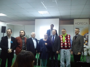 Laureaci konkursu na winiarski blog roku wraz z szacownym jury